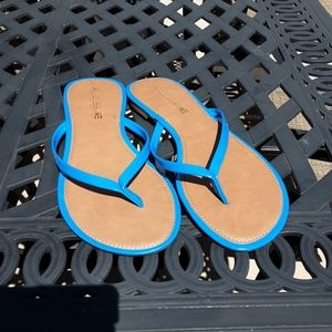 American Eagle blue flip flops